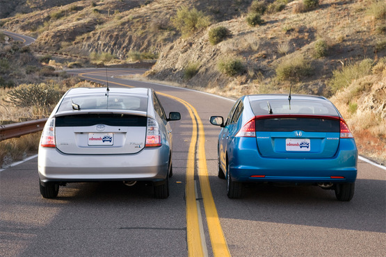 09_comparo_insight-vs-prius_group3_1k-thumb-555x370